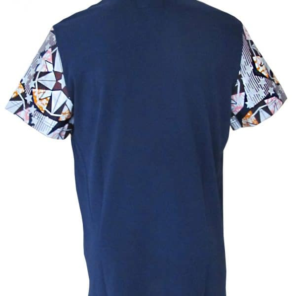 Large pocket t-shirt with blue wax round neck classic. Original and comfortable, this t-shirt will be the fashion piece of your wardrobe.