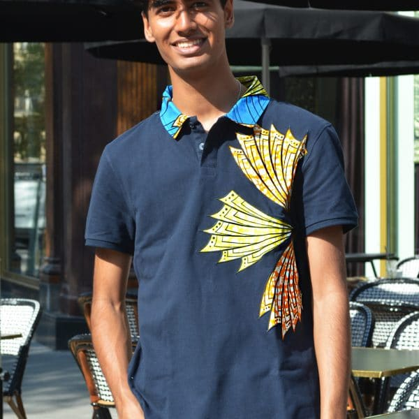 polo bleu marine avec incrustations de pagne super wax vlisco. Collection pour homme Xes