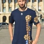 Blue wax t-shirt wrap classic round neck with inlays Vlisco loincloth. Original and comfortable, this t-shirt will be the fashion piece of your wardrobe.