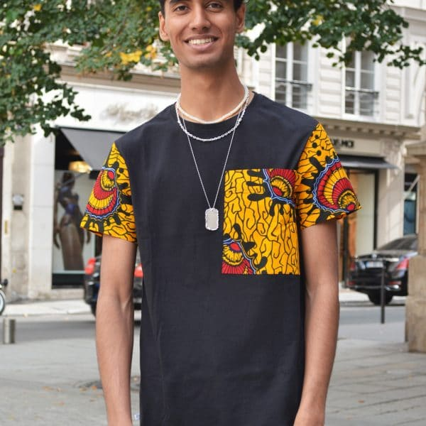 Classic round neck t-shirt with sleeves and large pocket in Vlisco super wax loincloth.