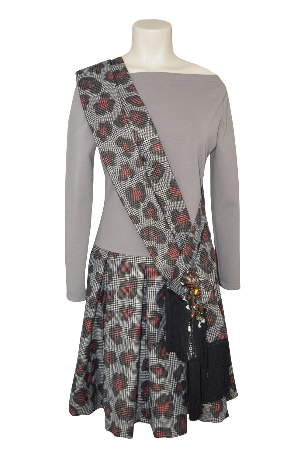 Wool dress. Prince of Wales skirt printed with large round pleats. Matching scarf in Prince of Wales. Shell fibula.