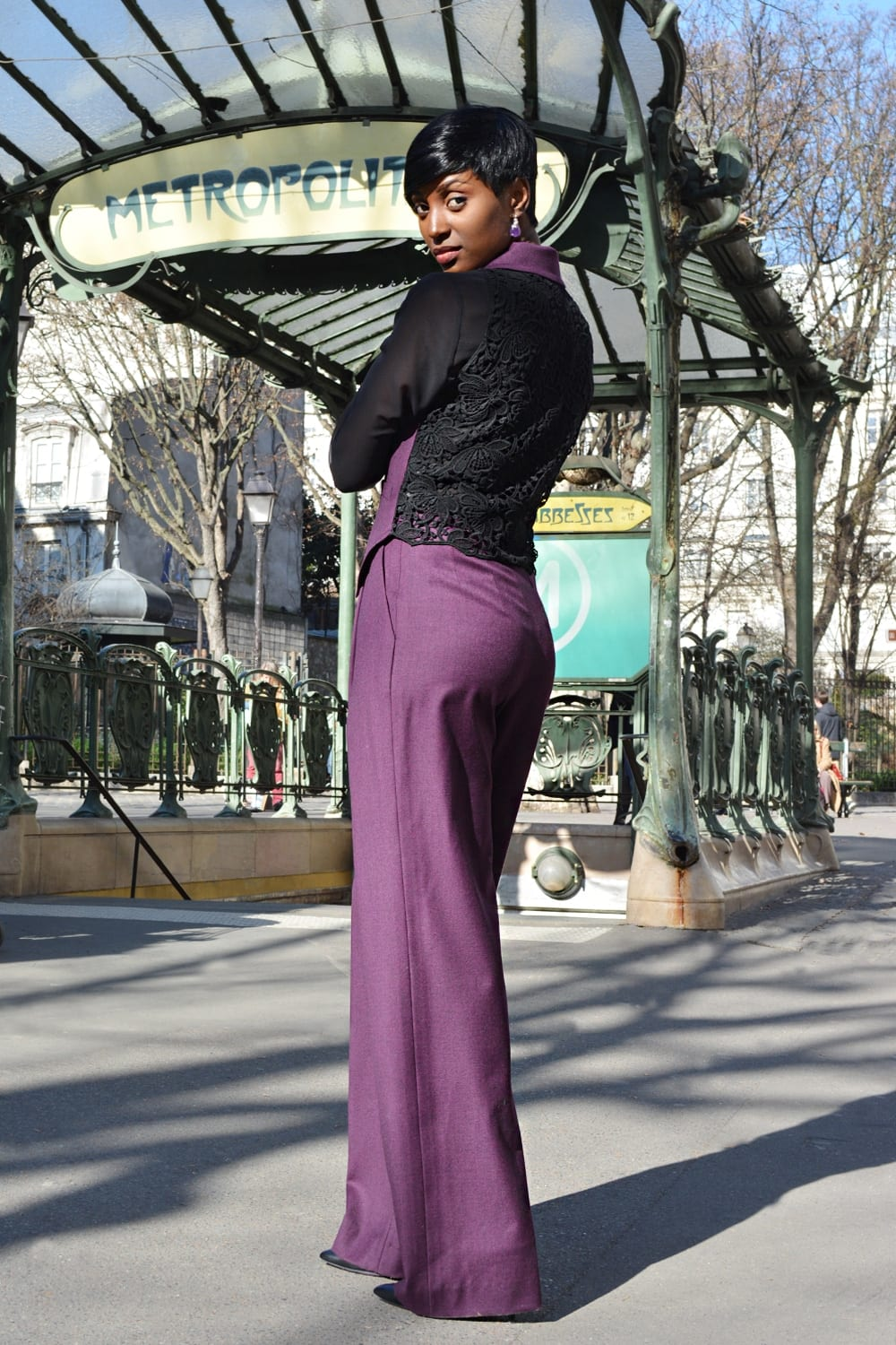 Purple vest without sleeves. Tailored cut with two buttons and side seam pockets. Black lace back. Erik Schaix fashion stylist Paris.
