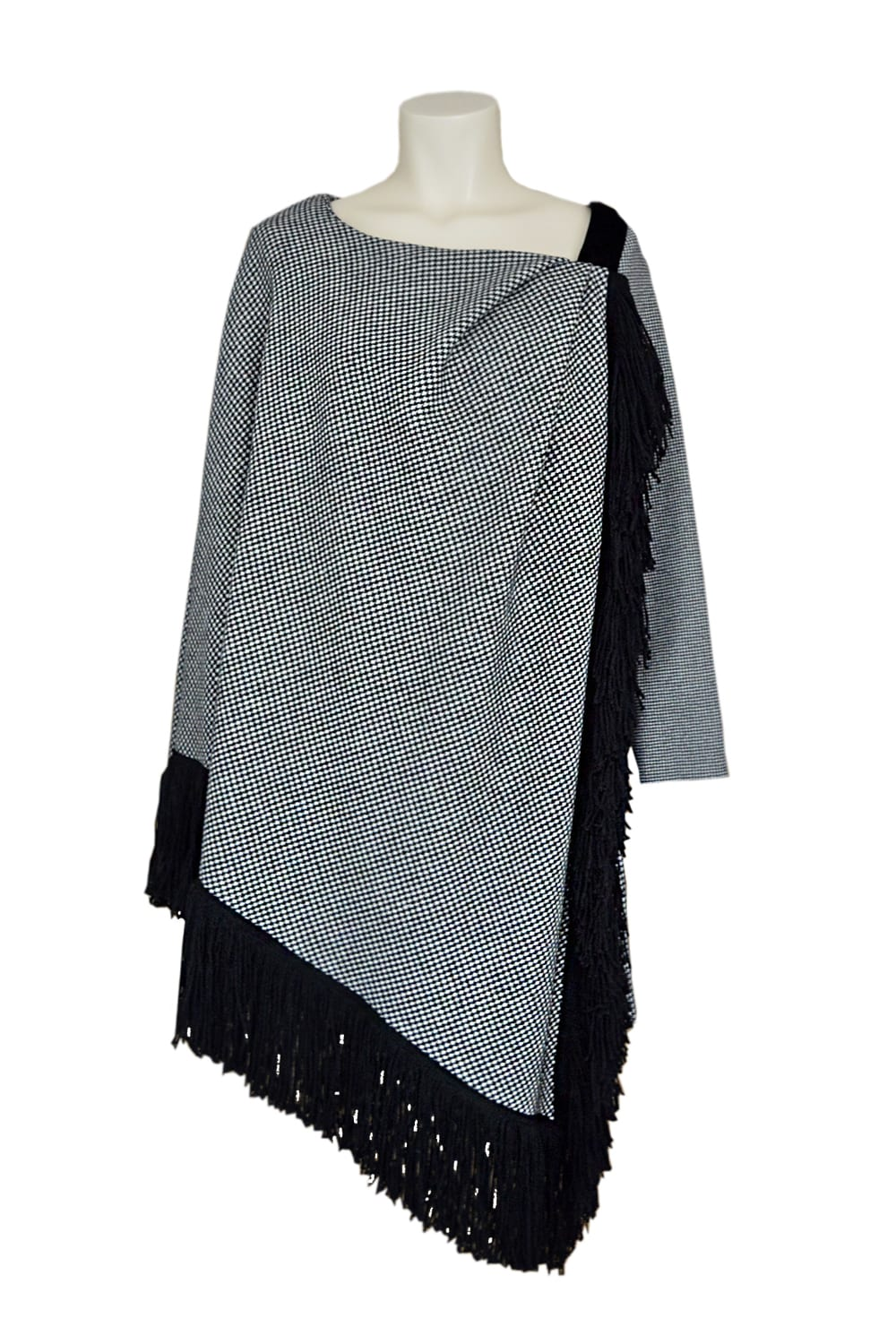 Houndstooth jumpsuit 100% wool. Integrated cape with black wool fringes.