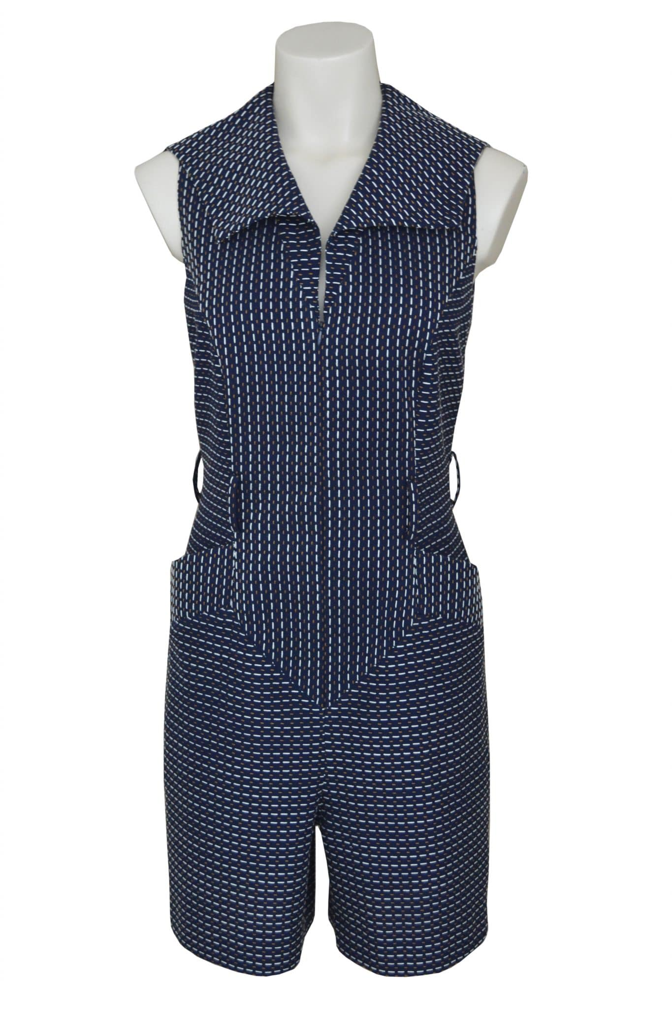 Summer fashion jumpsuit in 100% fancy cotton. Front zip and two large side pockets.