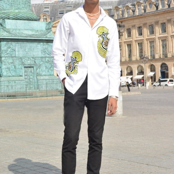 White shirt for men rhinestone with inlay of super wax Vlisco. Elegant and trendy, this pure cotton Oxford shirt (woven crisscross) will be the casual and chic piece of your closet.