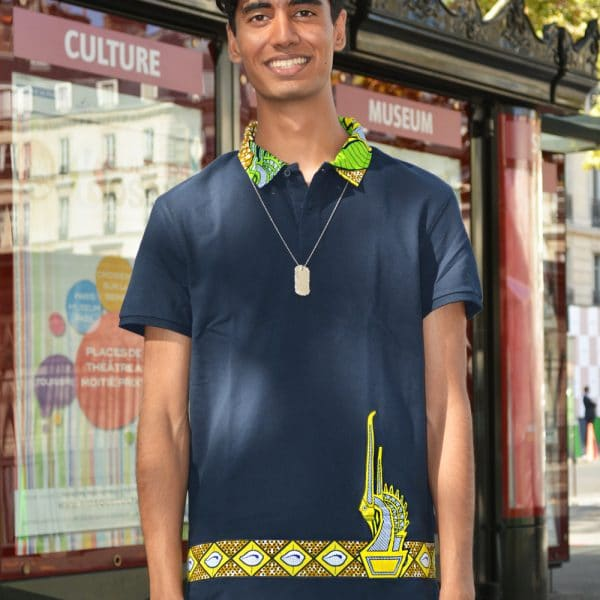 Short-sleeved navy blue polo with inlaid Vlisco super wax loincloth. Original, comfortable and elegant, this polo will be the key piece of your wardrobe.