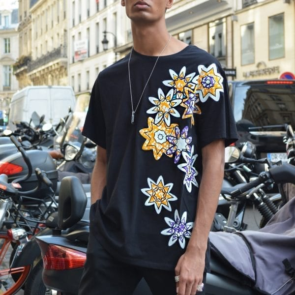Stylish men's t-shirt in classic round neck with inlaid Vlisco super wax loincloth.