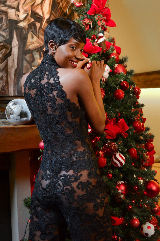 Combinaison en dentelle noire. Soyez glamour pour le fêtes de fin d'année avec la collection hiver signée Erik Schaix Paris.