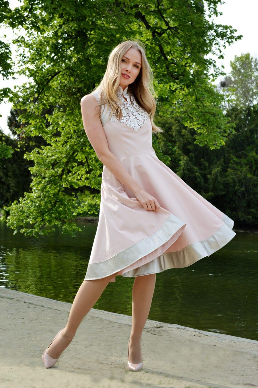 Pink cocktail dress with white lace by the fashion stylist erik Schaix Paris.
