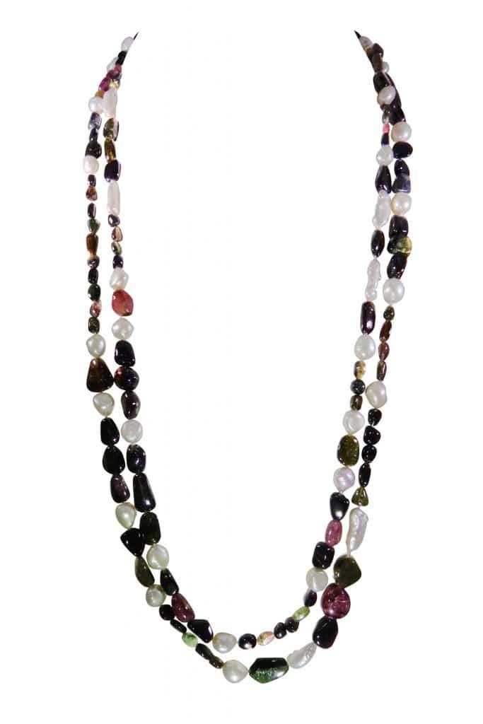 Très long sautoir fait de tourmalines multicolores et perles des rivières. Erik Schaix Joaillier parisien.