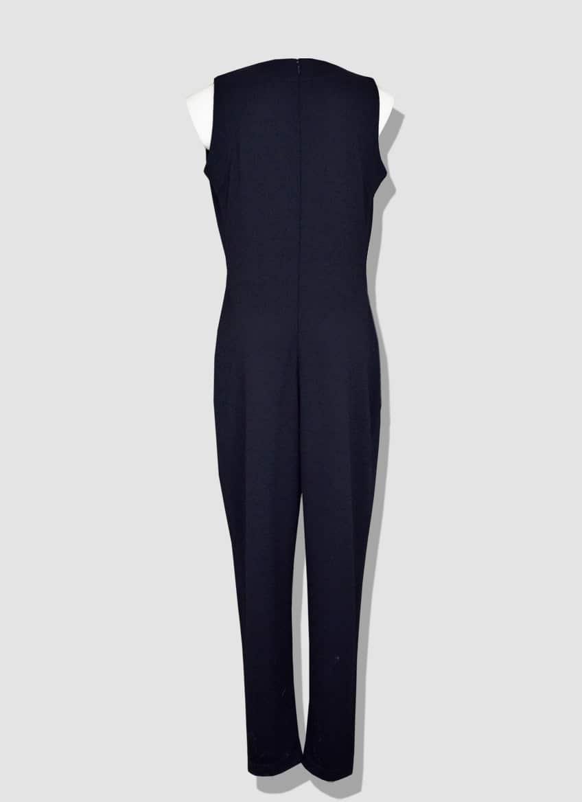 Combinaison pantalon femme en laine sans manche avec un drapé bénitier sur l'avant. Collection produite à l'unité dans notre atelier parisien.