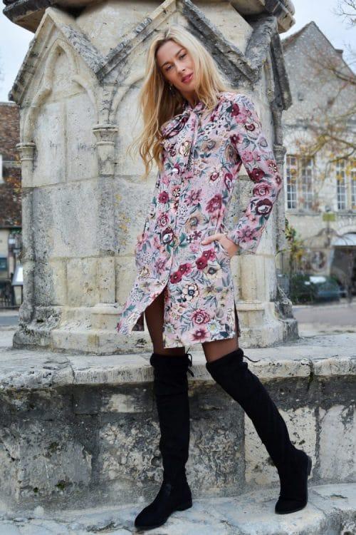 Robe à fleurs rose de la collection prêt-à-porter hiver par le créateur de mode parisien Erik Schaix.