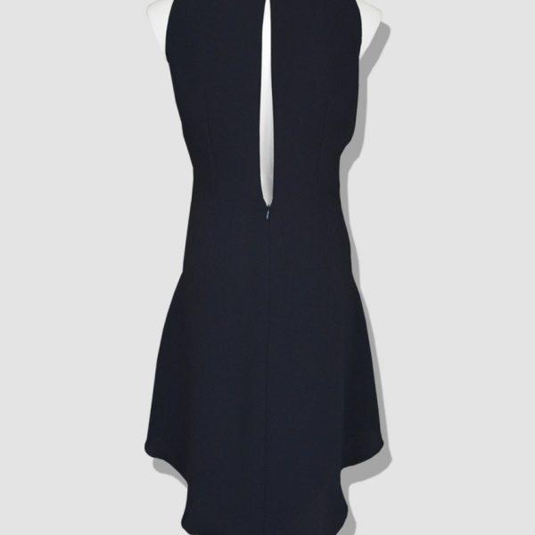 Robe de soirée grande taille (taille 36 à 54) en crêpe drapée en plastron de dentelle. Collection réalisée par le Couturier parisien Erik Schaix.