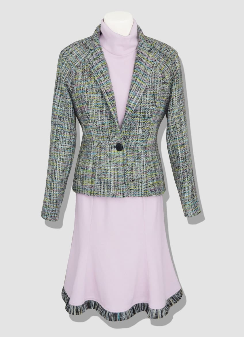 Pink tweed suit. Discover our collection of women's ready-to-wear. Elegant and modern tweed pieces made in our Parisian workshop.