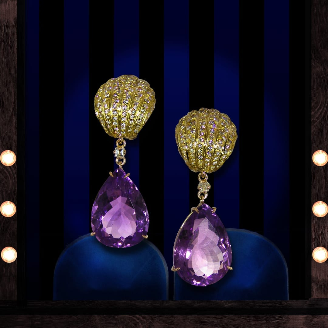Boucles d'oreilles en améthystes, diamants et monture en or jaune 18 carats.