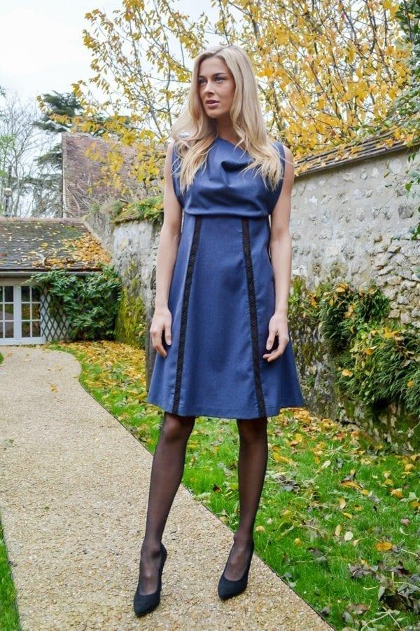 Robe de créateur coupe trapèze sans manche.Découvrez notre collection Hiver, des pièces réalisées à l'unitée dans notre atelier parisien.