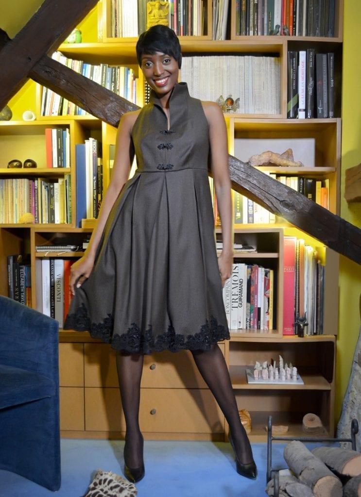 robe en laine marron et guipure réalisée dans nitre Maison de couture parisienne par le stylist erik schaix