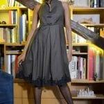 Robe plissée en laine et dentelle. Découvrez notre Collection de prêt-à-porter Hiver, des pièces chic et tendances réalisées dans notre atelier parisien.