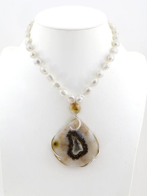 Druzy quart solar . Rutilated quartz . Pearl